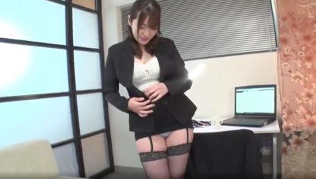 在宅勤務中に自宅まで来てご奉仕してくれる淫らな派遣型個人秘書