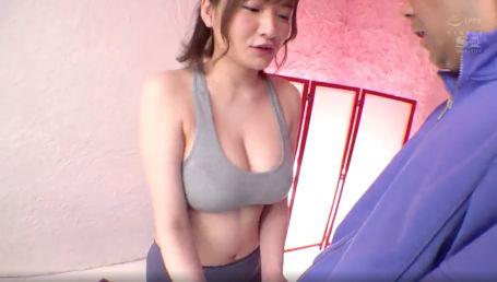 104cm Jカップの爆乳美女がボリューム感たっぷりの並外れた神乳でチ○ポをスッポリ包み込む神パイズリ!