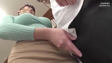 教師にあるまじきセクシー過ぎるIカップボディで生徒を誘惑してロケット爆乳でパイズリしまくる女教師