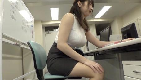 スーツがパツパツになっちゃうドスケベボディのIカップ爆乳上司に残業中セクハラしまくった記録映像