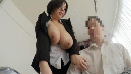 社内の男性社員にパワーセクハラして性行為を強要するムチムチJカップ爆乳上司