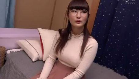 脱いだらビックリくびれHカップの地味系爆乳書店員さんが4年ぶりのセックスで潮吹きまくり