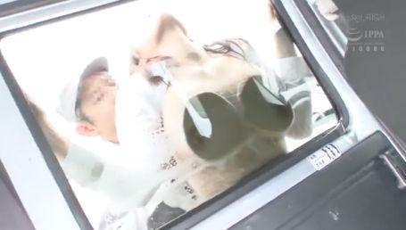 洗車中のGカップ不動産OLに痴漢を仕掛ける!お前のデカパイをスポンジにして洗車してやるぜ!