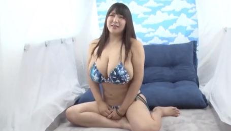 千葉県御宿海水浴場でナンパしたKカップ超乳水着ギャルに童貞君のオナニーのお手伝いしてもらいました