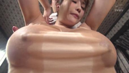 超乳美女のやわらか天然Jカップをローション塗れにして弄り尽くす乳フェチAV