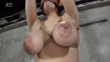 調教志願してきたKカップ超乳娘の大きな胸を麻縄が締め付け自由を奪い去り様々な責め苦に昇天の連続
