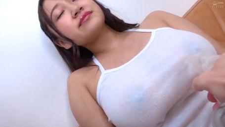 処女喪失したばっかりのIカップ北海道産天然爆乳を着衣やオイルで全方位から堪能する乳フェチプレイ