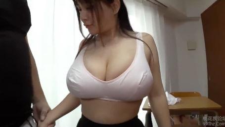 Kカップ超乳で凄い身体してるのにオナニーばかりしている妹にセックスの良さを教えてあげる変態お兄ちゃん