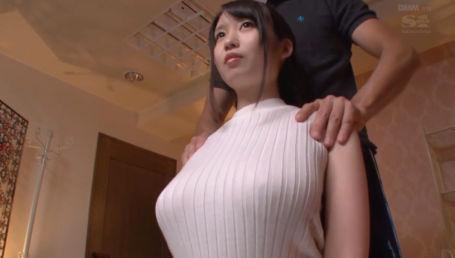 無防備なノーブラGカップ巨乳で無意識に男を誘惑してしまいあらゆる場面でデカ乳を揉まれちゃう巨乳美少女