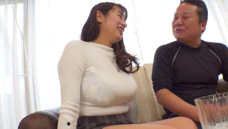 豊満エロボディーのKカップ超乳女を本気で酔わせてエロスイッチ全開の泥酔SEXを楽しむ
