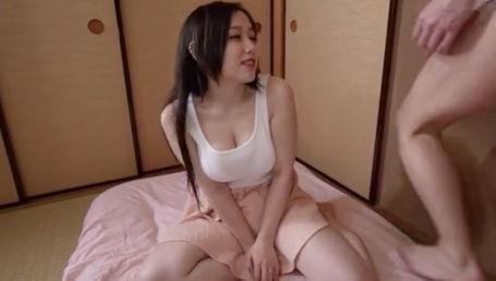 一人暮らしの近所の若者の家に勝手に上がり込んでひたすら乳首を弄ぶGカップ巨乳痴女