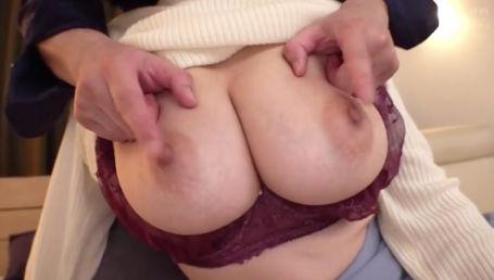 乳首が超絶敏感になる媚薬を飲まされてクリトリス並みの感度になった乳首をこね回されて激イキする爆乳人妻達
