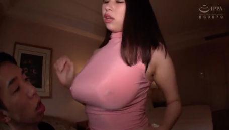 ピチピチニット&超ミニスカで爆乳とデカ尻強調して歩いているJカップ淫乱奥様をナンパして不倫SEX