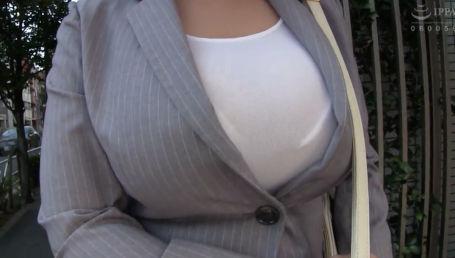 部下から相談を受けているうちにいつの間にか性処理上司になっていたパツパツスーツのJカップ爆乳女課長