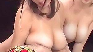 近親相姦ゲームで爆乳お母さん達が息子に授乳手コキ