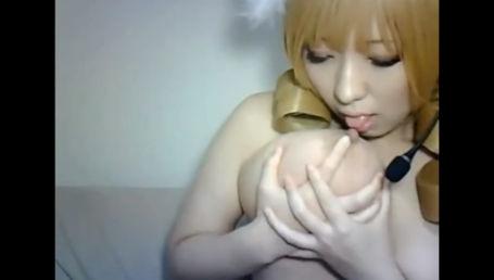 アニメ声のIカップ素人娘がマミさんのコスプレしてセルフパイ舐め&ディルドパイズリ