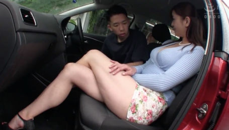 長身Gカップムチムチボディの奥さんがパンツ見えそうなミニスカで歩いてたからナンパしたら超ヤリマンだった