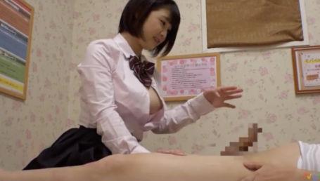 JKリフレで働くロリ顔Gカップ女子校生さん ウザい常連客にこっそり裏オプ交渉
