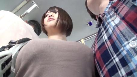 田舎の路線バスで長身巨乳のナイスバディな人妻がデカ乳をツンツン押し付けて誘惑してきた