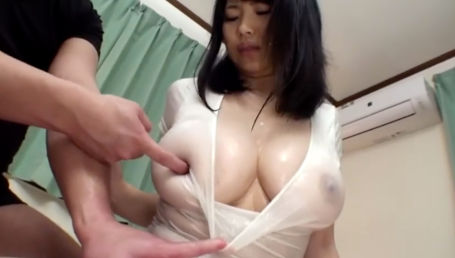 ぴったり白Tシャツに濡れて透けるIカップがエロすぎる!美爆乳娘がローションまみれでナメクジの様に絡み合うヌルべちょSEX