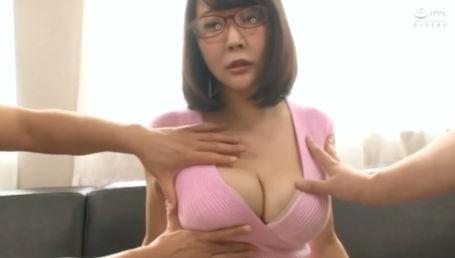 真面目そうな眼鏡OLだけど脱いだらIカップのすんごい身体でセックス大好きな淫乱女だった!