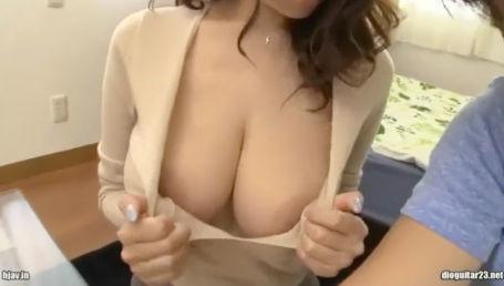 神乳Jカップの谷間丸出しノーブラ着衣爆乳で生徒を誘惑する美人家庭教師