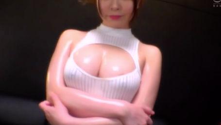 オイル大好きな変態Gカップ女が全身オイルまみれのSEXで快楽メス堕ち!