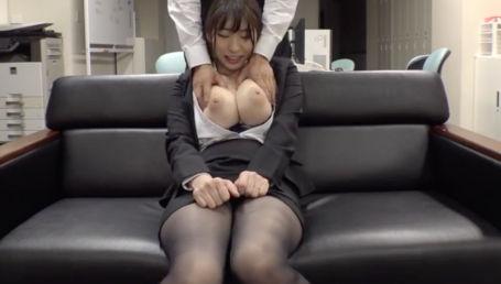 パツパツスーツがエロすぎるIカップ爆乳女上司に残業中に毎日セクハラしまくった1週間の記録映像