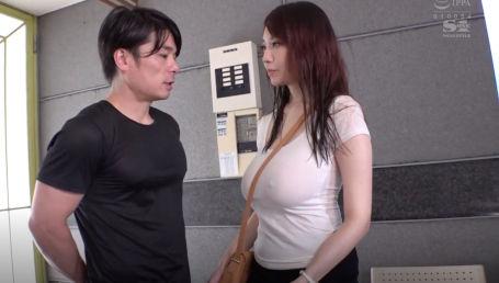 男なら誰もが勃起するJカップ神乳美女のノーブラ乳首ポッチ透けおっぱい