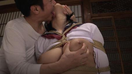 無垢なHカップ爆乳女子校生が義理の父に毎日緊縛調教される