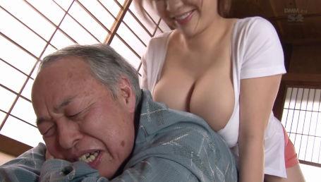 献身的すぎてジジイのエロい要求まで聞いてあげちゃうKカップの超爆乳介護士
