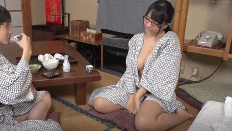 会社の地味な女子社員は隠れ巨乳で酔うと何でもヤラせてくれる淫乱女子だった!