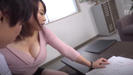 Hカップのタプタプスライム乳で男子生徒をこっそり誘惑する元子役の爆乳女教師
