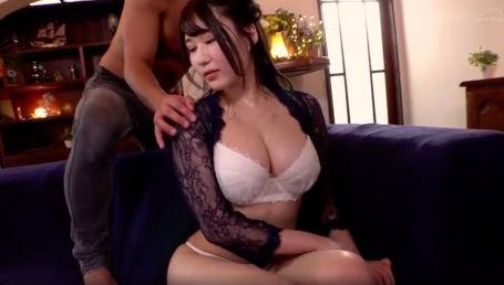 程よい肉感のムッチリボディと柔乳Iカップが魅力的な爆乳女子大生がAVデビュー!