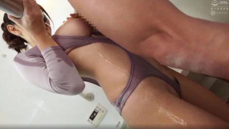 卑猥過ぎる身体のIカップ美少女が強制オナ禁の後に持参したエロ衣装を着込んで好き放題に中出し性交しまくり!