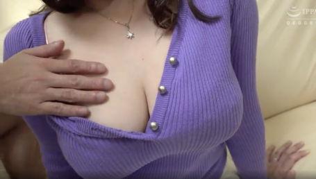 ニットセーターで着衣爆乳強調したHカップ人妻がセックスレスでAV出演