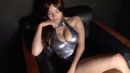 ニコ生の踊ってみたで1位になった物凄いカラダのKカップハーフ美女の最初で最後のイメージビデオ