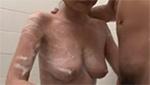 小柄な巨乳ママにお風呂でちん○んを手コキで洗わせる大きい息子w