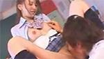 教室でオマ○コ開いてクンニや手マンで弄らせてアゲル淫乱巨乳女子校生