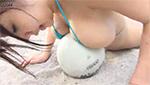 スーパーデカパイお姉さんのパイパンマ○コが見えそうなギリギリ水着ショット!
