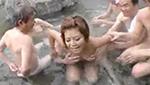 露天風呂でオッサン達に囲まれてオッパイ揉まれちゃう巨乳ギャル
