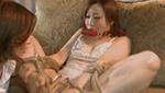 巨乳美人妻が変態レズ女に手マンでマ○コを掻き回されて潮吹き!